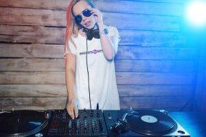 Djane_Tshirt_Hochzeits_DJ_Schule